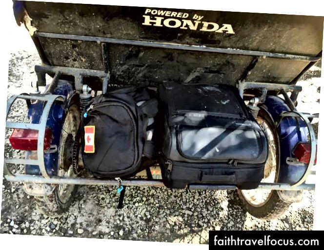 Tất cả đồ đạc của tôi trong 5 tháng ở Nam Mỹ. Túi của tôi sạch hơn nhiều so với ngày nay, Người đàn ông hậu thiêu