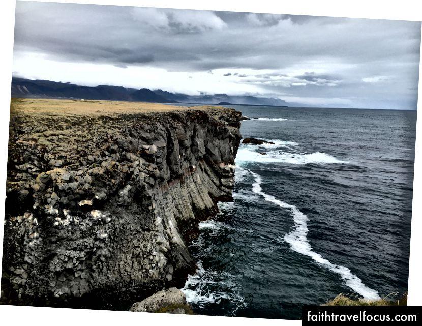 Vách đá Arnarstapi
