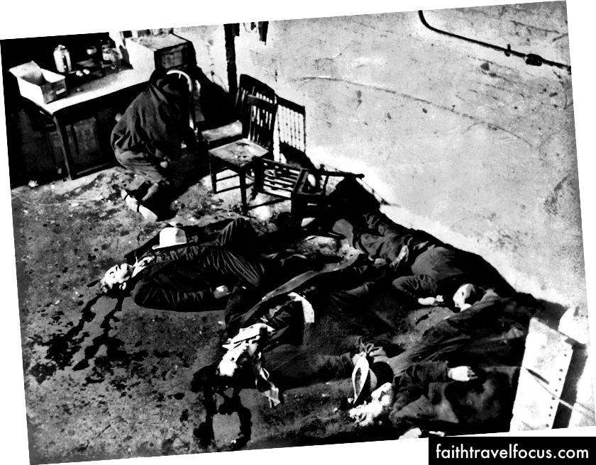 Bối cảnh của vụ thảm sát ngày lễ tình nhân St. Valentine, trong đó 7 thành viên của Băng đảng phía Bắc đã bị sát hại bởi Al Capone Phong South Side Gang. | Lịch sử.com