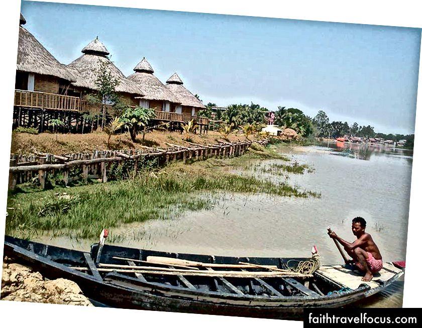 Một khu du lịch sinh thái tại Monchasha, cung cấp một trải nghiệm về vùng nông thôn Bengal