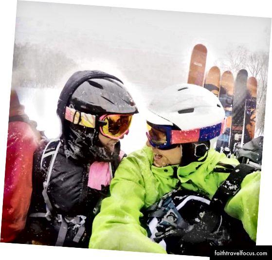 Chồng sắp cưới của tôi và Cat-trượt tuyết ở Nhật Bản.