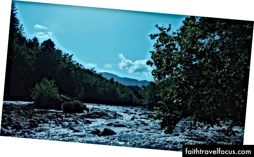 Sông Pigeon từ chuyến tham quan của chúng tôi ngoài khơi I-40 trên đường đến Asheville, NC. PC: Joey Brodax