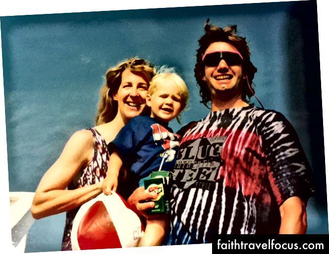 Bố mẹ tôi và tôi ở California vào năm 1990 - Một khung cảnh thú vị cho những bài hát dân gian truyền thống của Scotland
