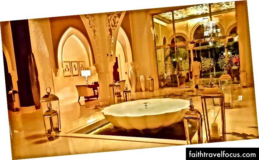 Sảnh khách sạn thanh lịch toát lên sự thanh thản | Ảnh tín dụng: Mike Hull, VictoriaGlobal.co