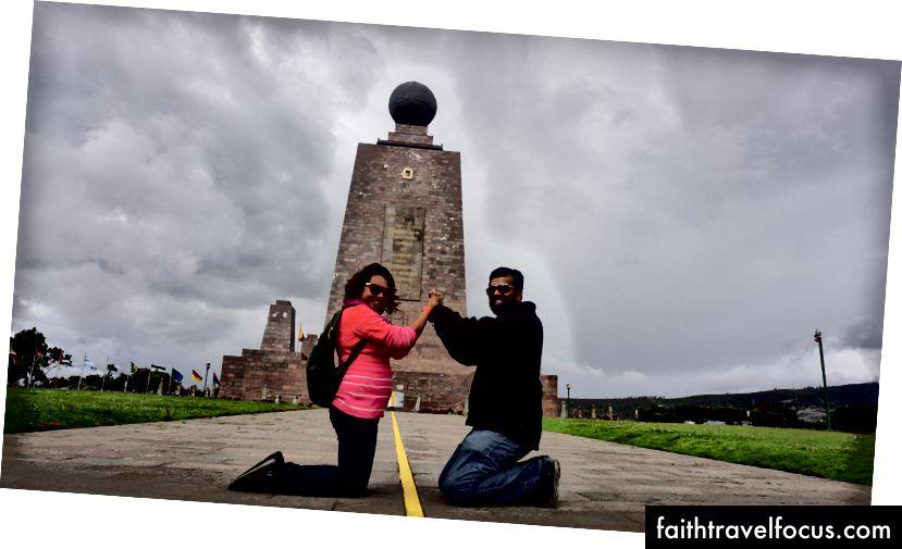 Làm việc theo nhóm và quản lý thông qua các kỹ thuật đơn giản cho các nhiệm vụ phức tạp. Ảnh chụp tại Mitad del Mundo (đường xích đạo) ở Equador