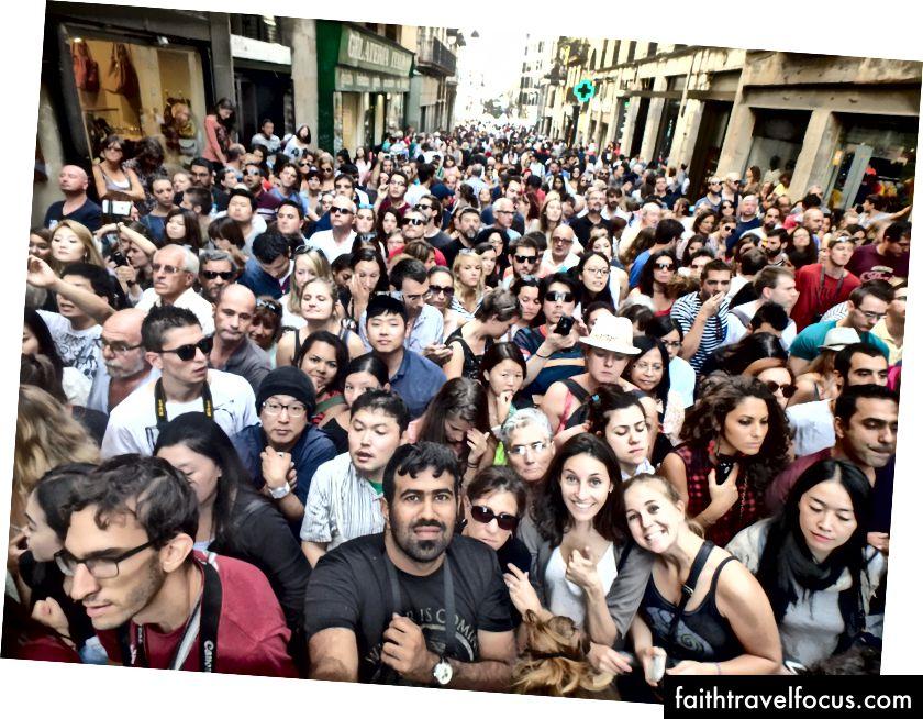 Dễ dàng hơn để xây dựng mối quan hệ cá nhân trong nhóm đa dạng. Ảnh chụp tại lễ hội La Mercè ở Barcelona