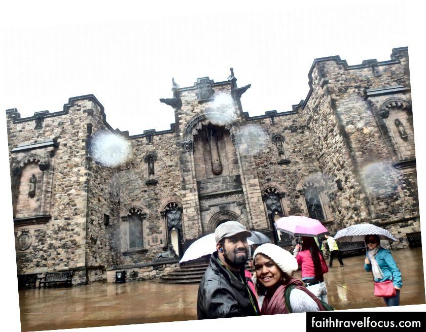 Hoàn cảnh không thể làm hỏng kế hoạch của chúng tôi. Hình ảnh chụp tại lâu đài Edinburgh