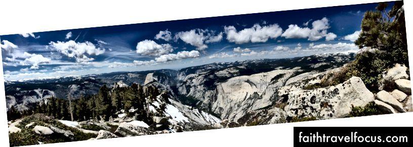 Quang cảnh Thung lũng Yosemite từ gần đỉnh Mây Rest. Half Dome chỉ là trái của trung tâm.
