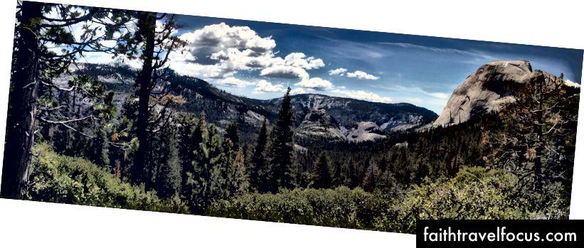 Một góc nhìn hướng về phía nam từ ngay bên dưới khu cắm trại của tôi. Half Dome nằm ở phía bên phải, và các dải dọc sáng bóng là nơi những người leo núi, tăng dần các dây cáp thép, đã đeo mặt trơn tru.