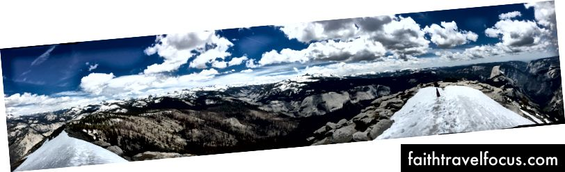 Toàn cảnh, góc nhìn 360 độ từ đỉnh Mây Rest. Lá cờ bên phải đánh dấu sự kết thúc nơi tôi đến; dốc tuyết hẹp là điểm đến của tôi.