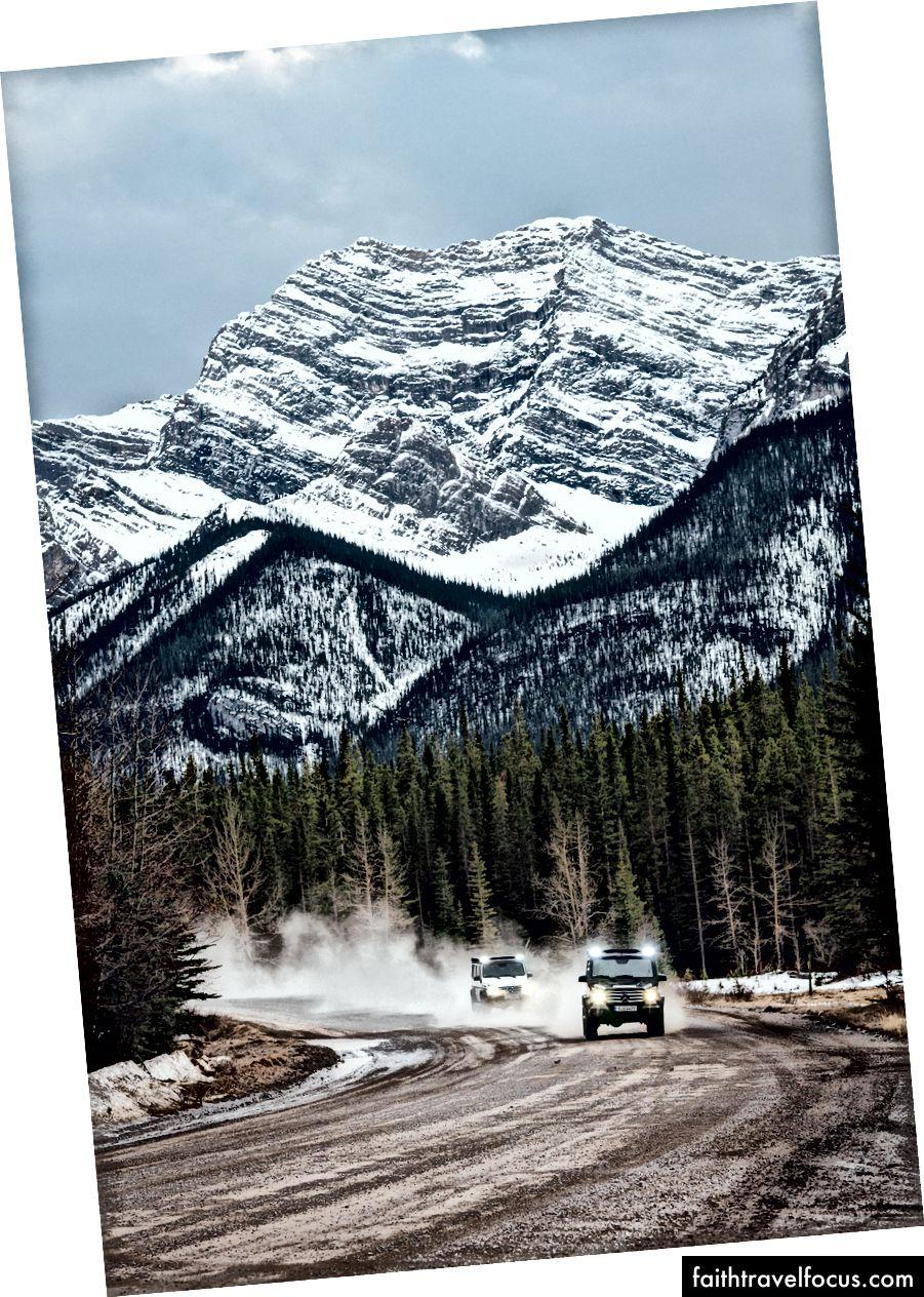 Lăn lộn với Mike Horn trong chuyến thám hiểm Mercedes G-Wagon ở Alberta.