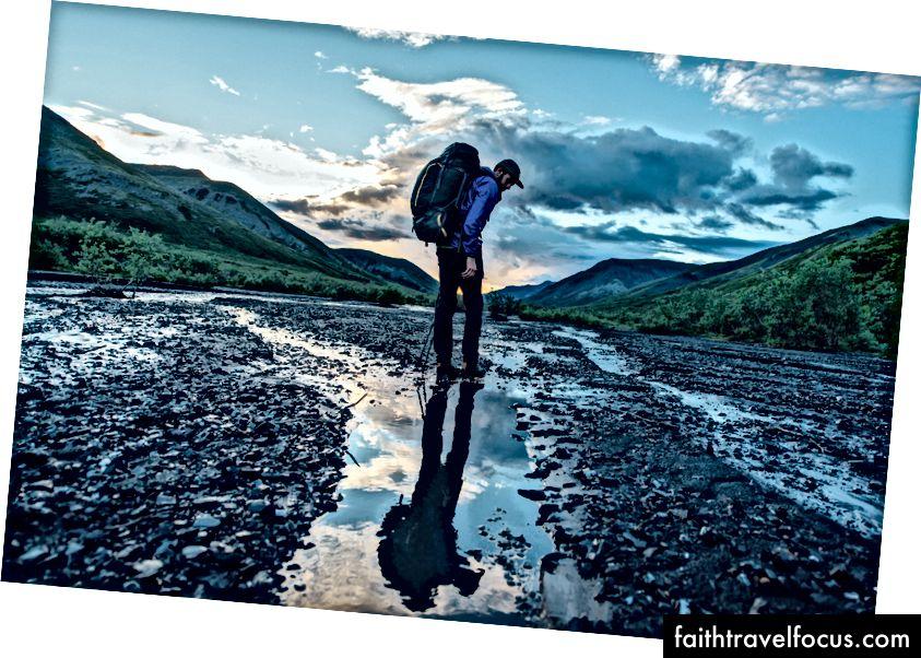 Du lịch bụi qua đêm hè Alaska (điều này được thực hiện vào khoảng 1 giờ sáng) với Greg Balkin, cho Cotopaxi.