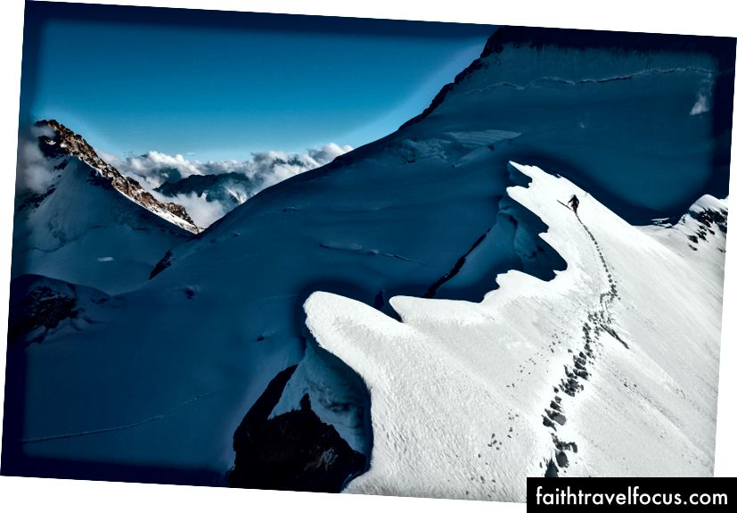 Christian xuất thân từ Eiger, sau khi chúng tôi leo lên đỉnh đồi nổi tiếng của nó.