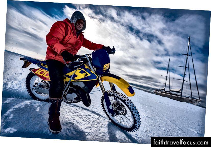 Điều gì sáng tạo hơn so với cưỡi một chiếc xe mô tô ở Nam Cực? Không nhiều, IMO.