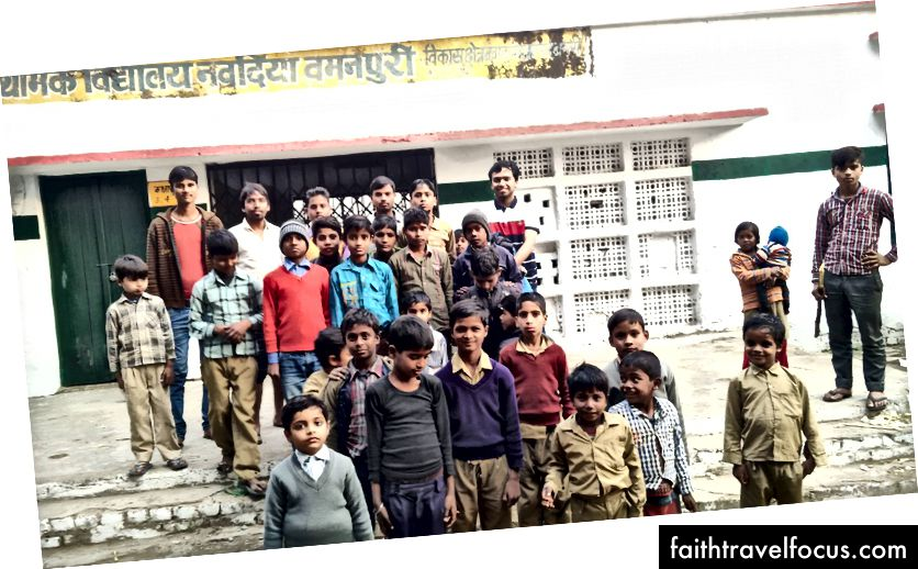 Un gruppo di bambini in età scolare a Nabadiya