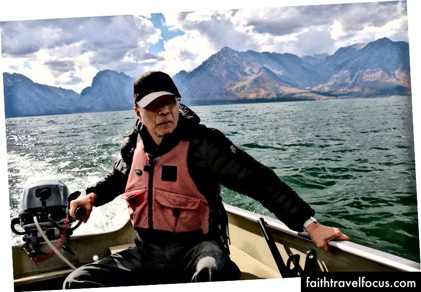 Capitaneando nuestro bote como un jefe.