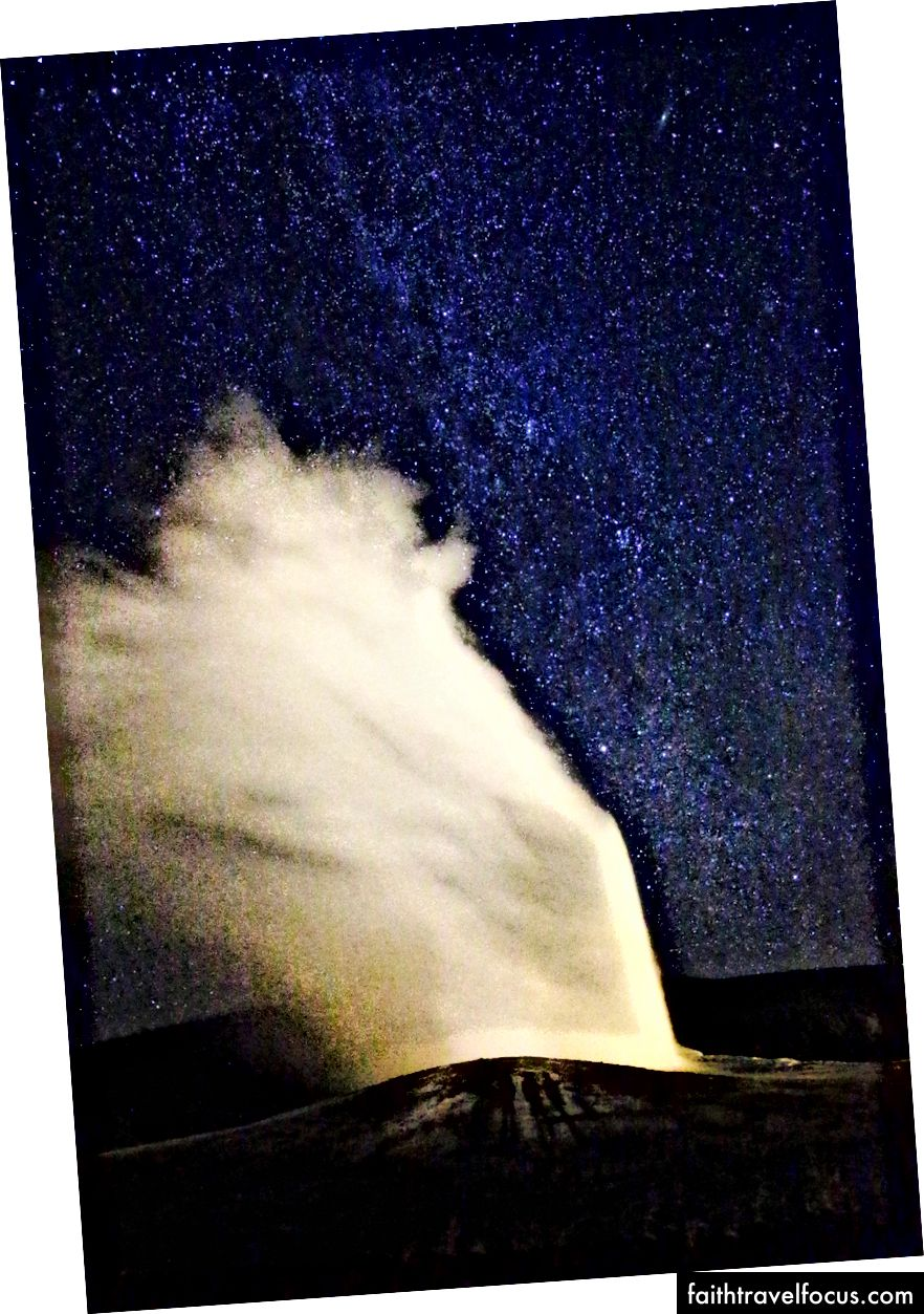 Old Faithful Scoppiando sotto la Via Lattea