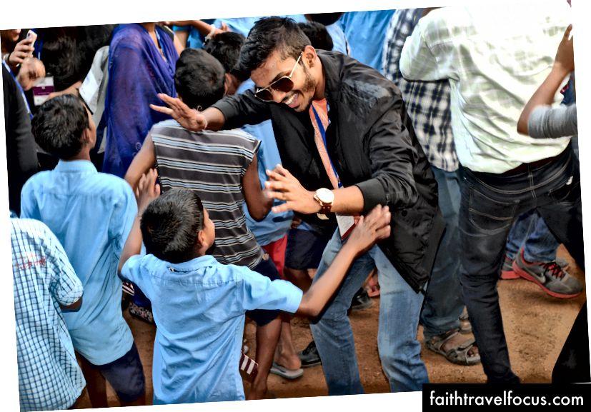 Nyttårsfeiring med skolebarn, Odisha