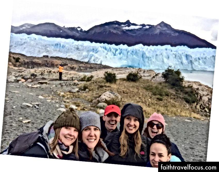 Đi bộ trên sông băng ở El Calafate, Patagonia, Argentina
