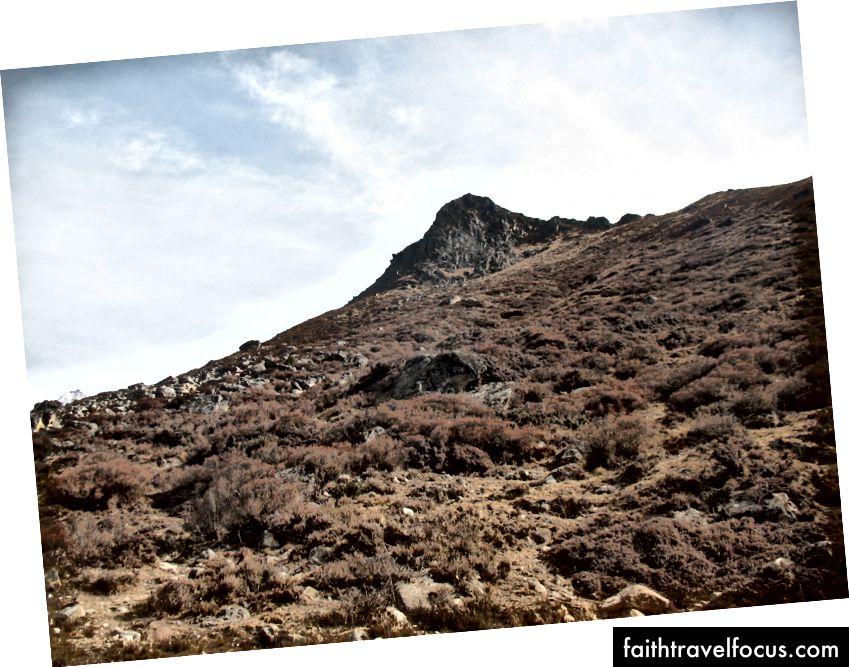 Kyanjin Ri I (4328) videný na vrchu