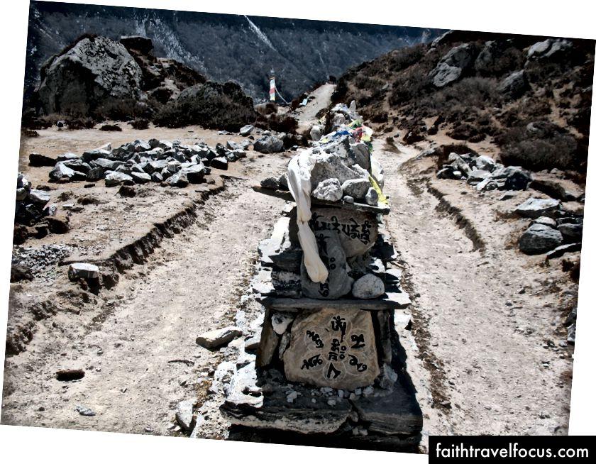 Iba niektoré tibetské písma vyrezávali krásne kamene