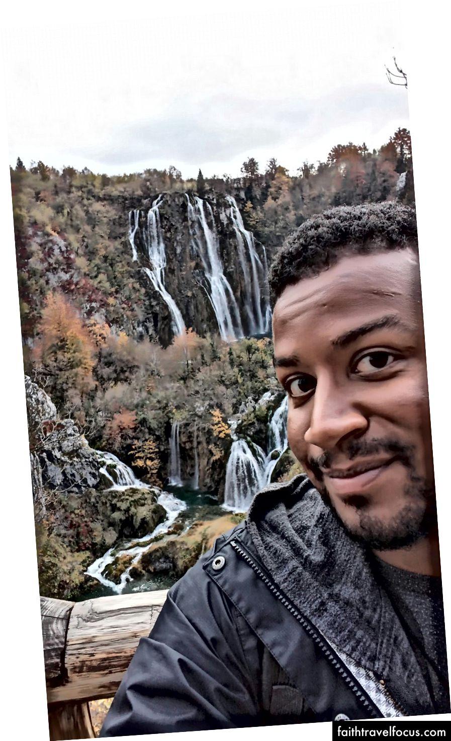 Aký úžasný pohľad. Ale dosť o brade; za mnou sú chorvátske Plitvické vodopády.