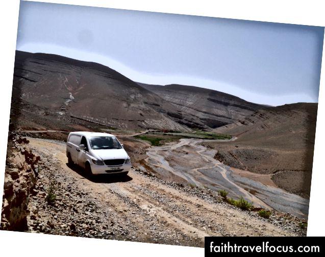 Chiếc xe đã đi từ Vương quốc Anh đến Dãy núi Atlas