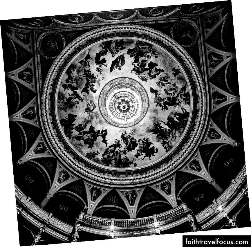 Fresco tại Nhà hát Opera Hungary, có Olympus và các vị thần, bởi Josh S. Rose. Budapest, 2016.