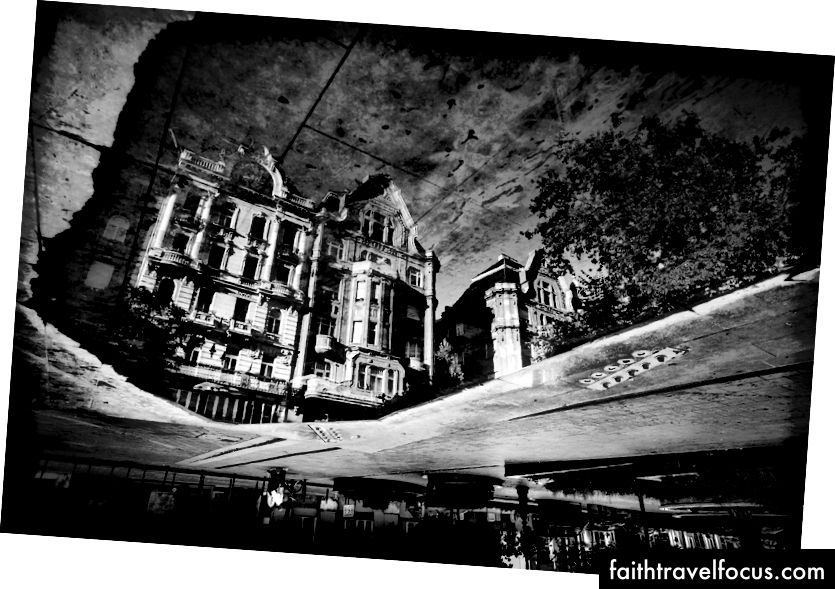 Suy tư, bởi Josh S. Rose. Budapest, 2016.