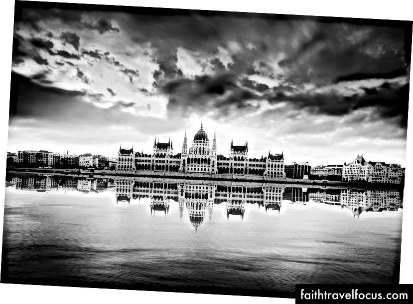 Tòa nhà Quốc hội, bởi Josh S. Rose. Budapest, 2016.