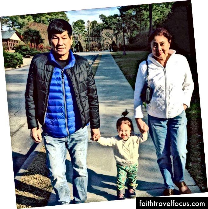 David Dao (69), vợ và cháu gái của ông.