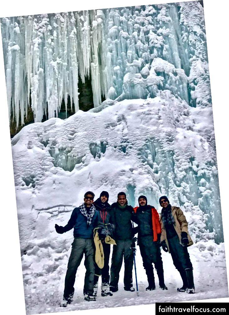 Dòng nước đóng băng nổi tiếng rơi trên sông Zanskar