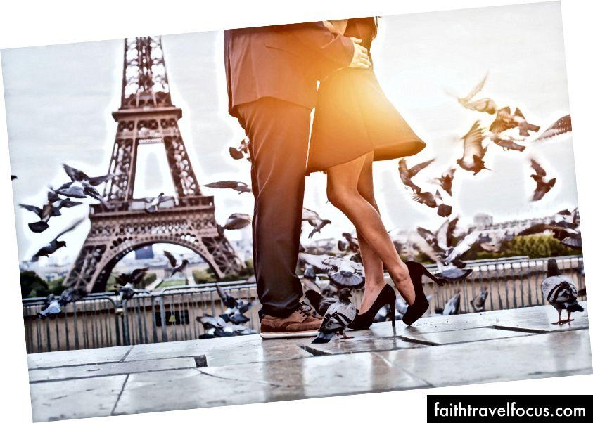 Cặp đôi ở Paris │ © Shutterstock