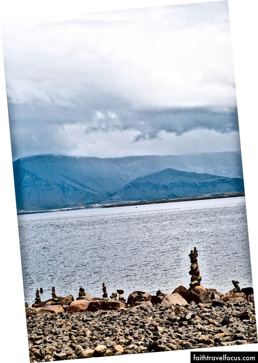 Xếp đá dường như là một trong những thời gian yêu thích trước đây của khách du lịch ở Iceland.