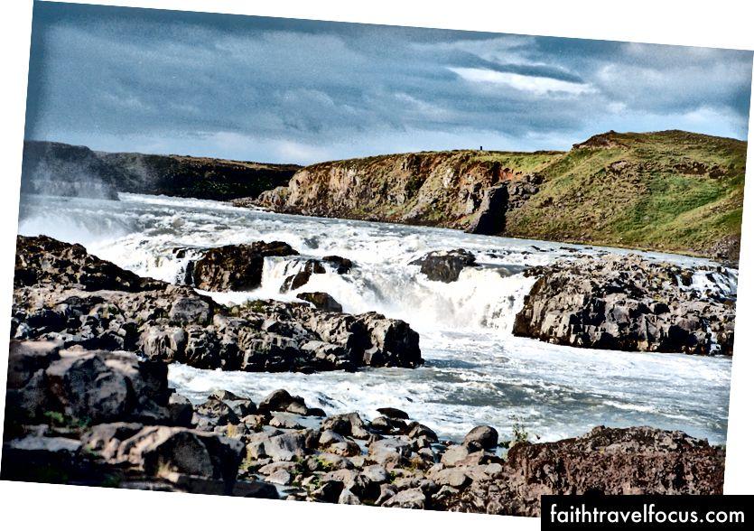 Một trong nhiều nơi ở Iceland, nơi nước thay đổi nhanh chóng độ cao.