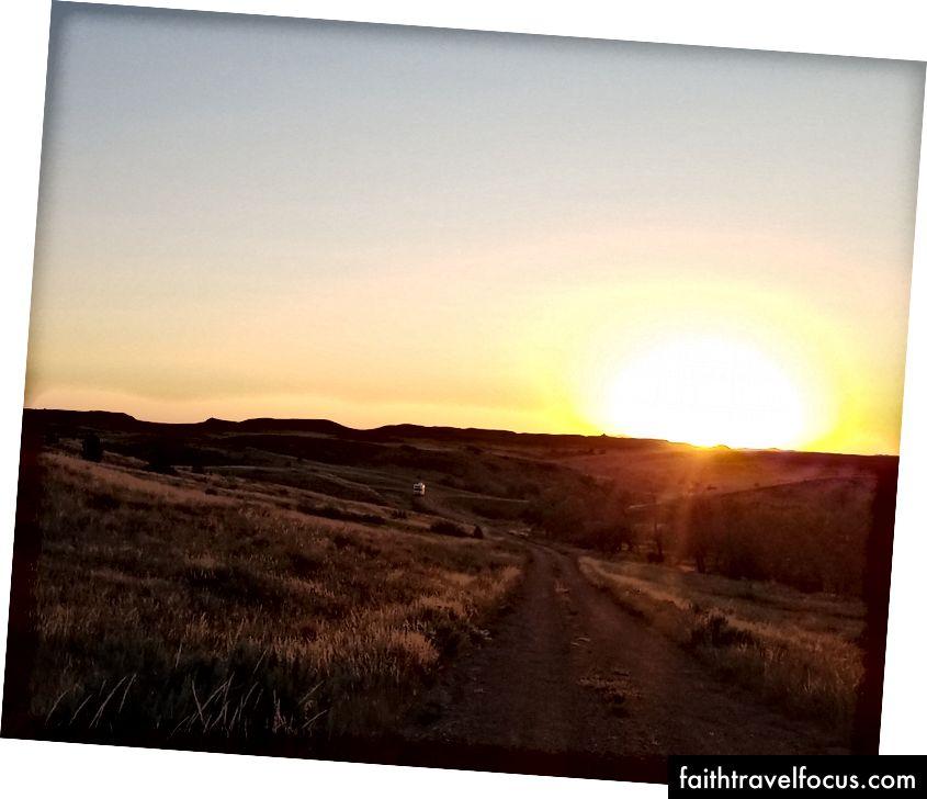 Mặt trời lặn trên motorhome - Vườn quốc gia Theodore Roosevelt
