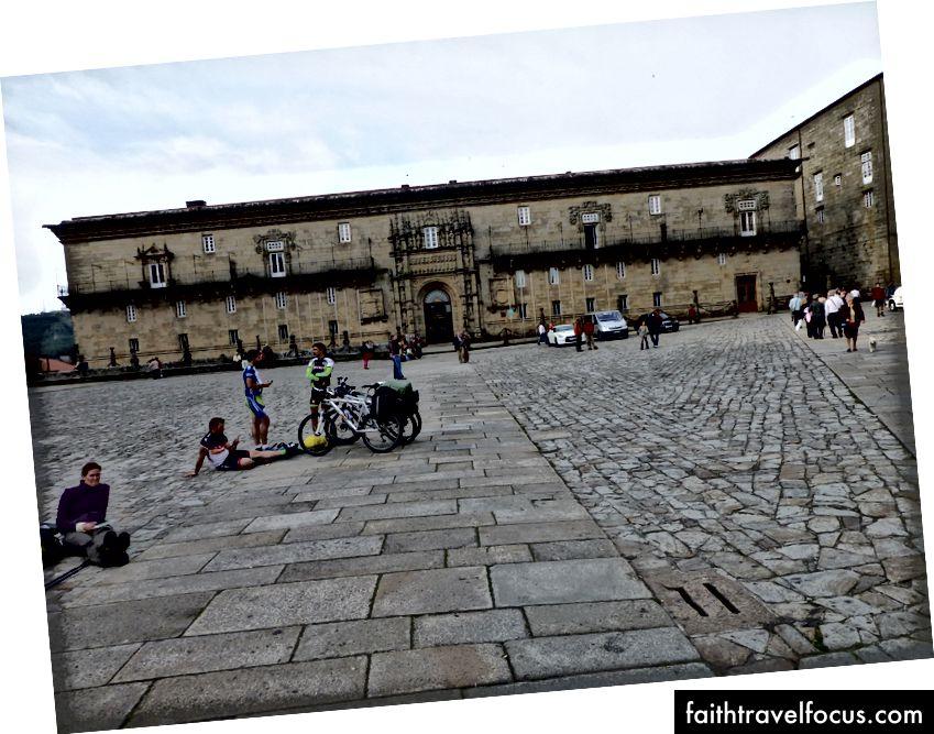 Praza do Obradoiro trong những ngày sau khi tôi đến Santiago de Compostela.