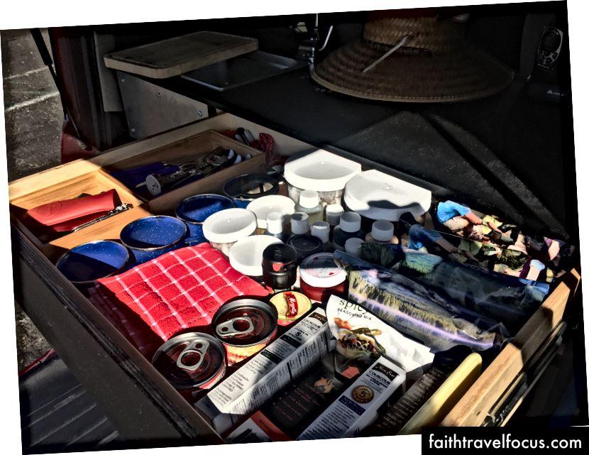 Nhiều không gian lưu trữ trong ngăn kéo tiện ích hàng đầu.