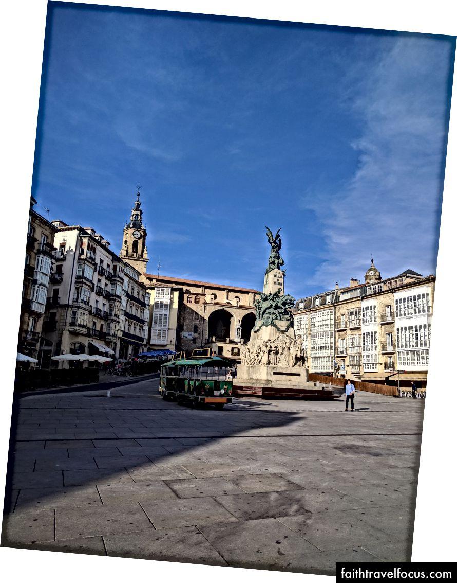 Quảng trường de la Virgen Blanca