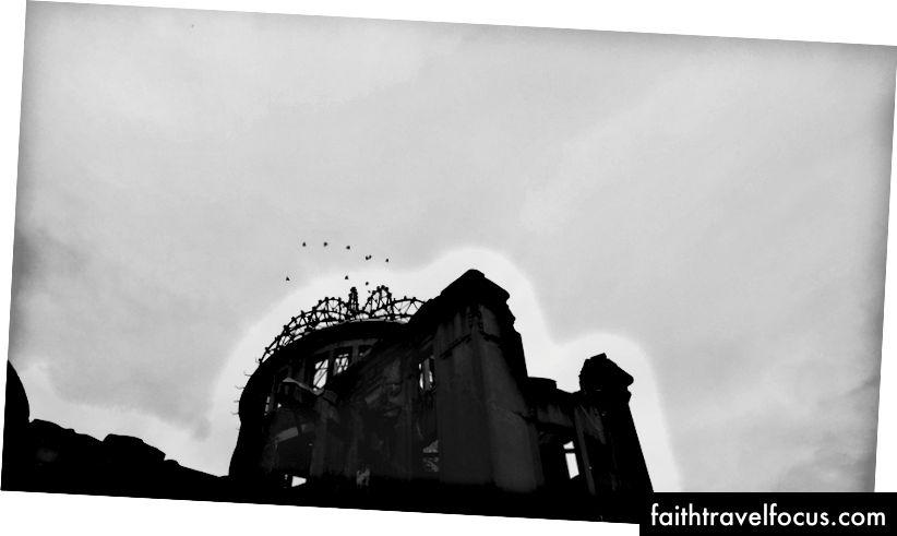 Mái vòm Genbuku & Chim sẻ trong chuyến bay