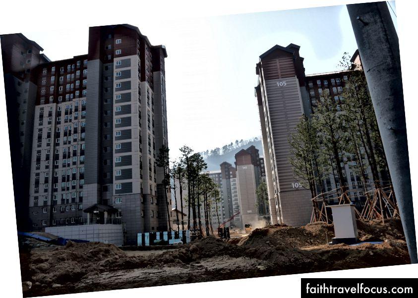 Làng Olympic PyeongChang cho Thế vận hội mùa đông trong quá trình xây dựng vào tháng 11/2017.