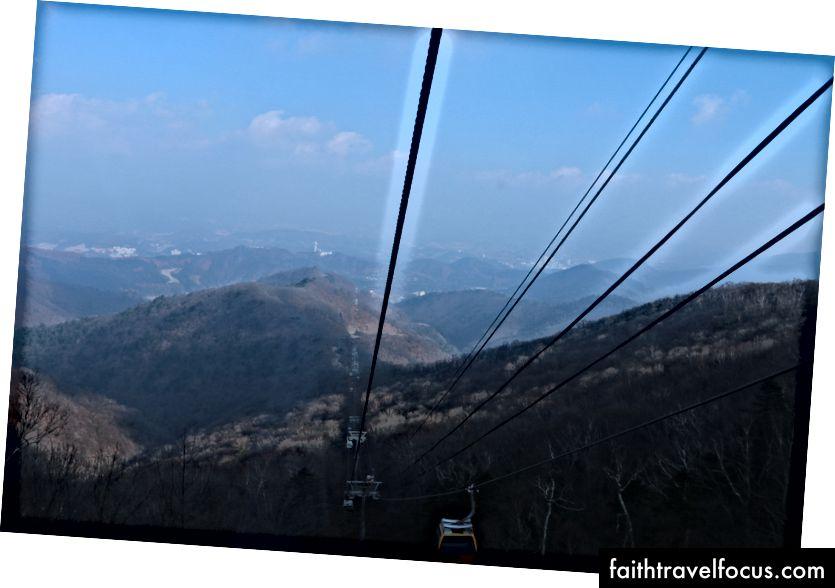Xem từ gần đỉnh của Gondola Ride Trung tâm YongPyong.