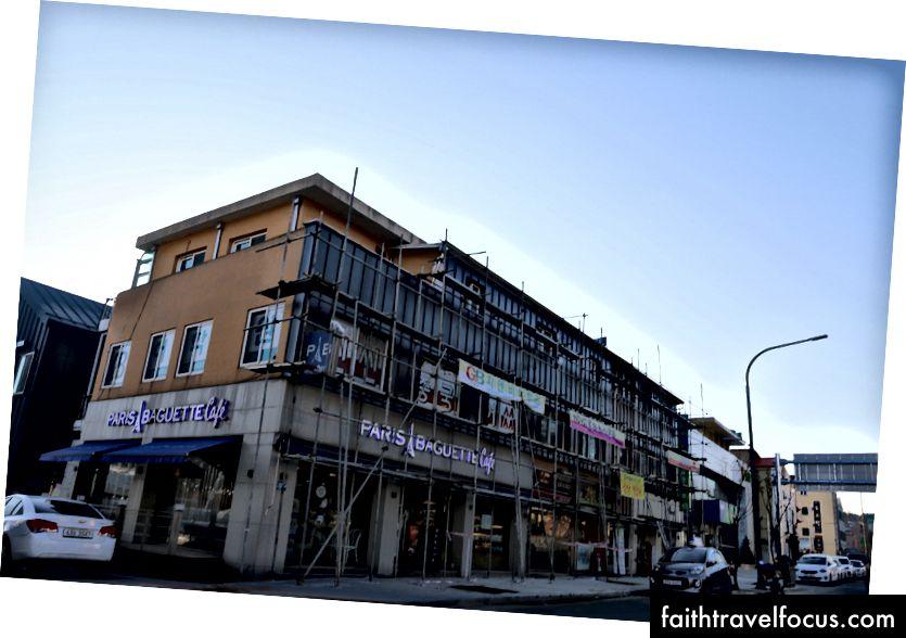 Khu vực sân vận động Olympic, khách sạn đã hoàn thành một phần và một trong nhiều tòa nhà được nâng cấp tại PyeongChang.