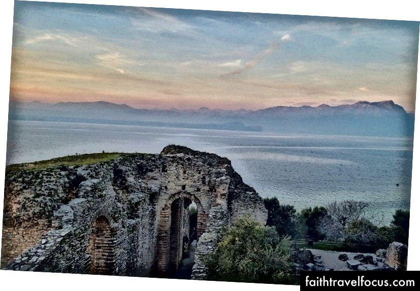 Một cái nhìn từ Grotto