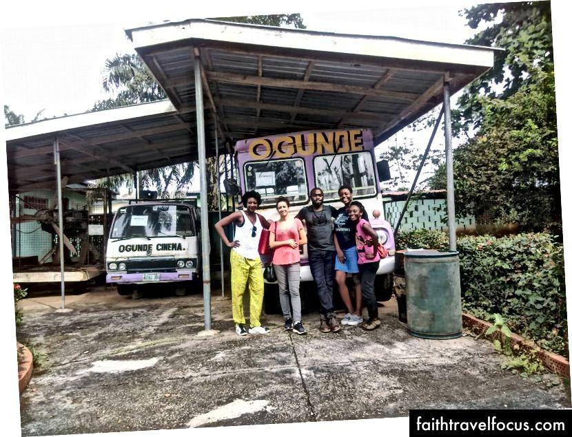 Cuộc phiêu lưu của TVP: Nhóm du lịch của chúng tôi với Xe buýt Du lịch Hubert Ogunde. Ảnh của Ibinabo Oyibo