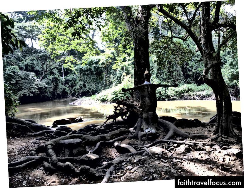 Річка Осун в межах святині