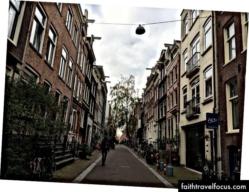 Дуже естетично прихильна вулиця, одна з нескінченно багатьох.