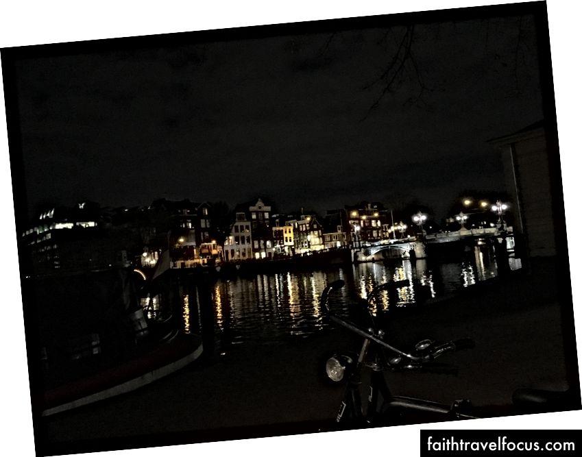 Але, безумовно, все-таки досить. (Крім того, кричати Моллі за те, що я був в Амстердамі того самого дня, як я і встиг знайти нас у темряві. Нам довелося зняти відео для нашого комітету ще на північному заході - вставити штепсель Mayfest тут)