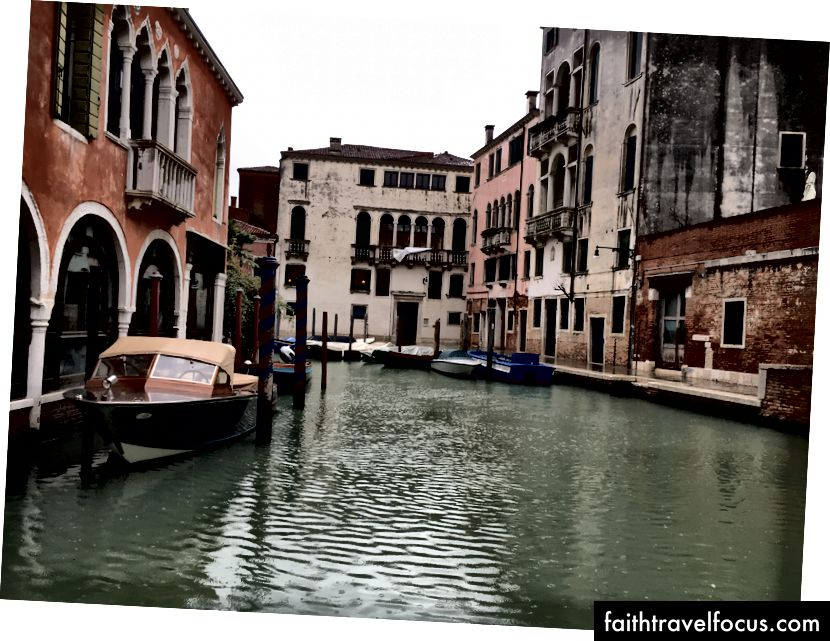 Так, для в'їзду до Венеції! Хоча весь день дощ.