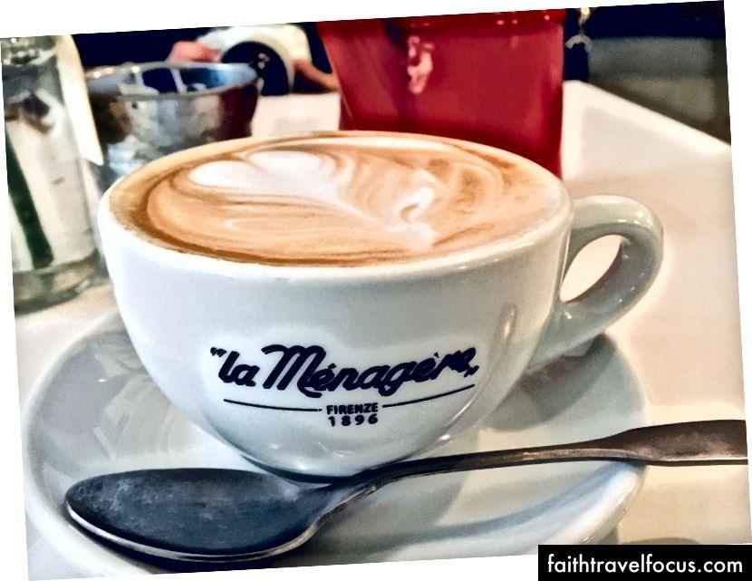 Найкраще капучино, яке ми з Сарою коли-небудь мали. Це дійсно прикольне кафе, La Menagere, знаходиться недалеко від квартири Монро, і ми обоє ревниві.